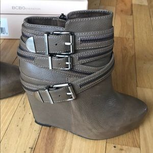 BCBG leather brown/tan bootie 6.5 new never worn